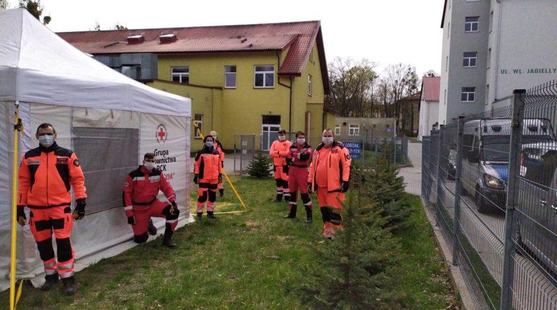 Namiot GR PCK Ostróda przy szpitalu w Ostródzie